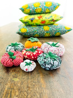 Lots of pincushions and large cushions! cool.