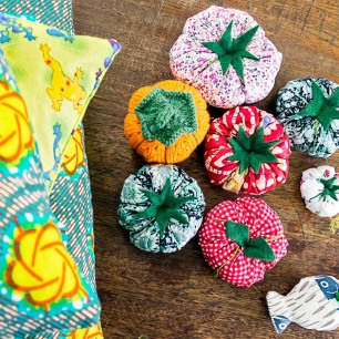 Lots of pincushions and large cushions! cool... love the little fishy